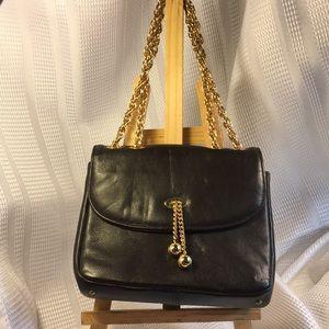 Paristyle leather/gold chain Excellent vintage bag